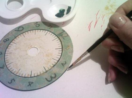 Мастер-класс по декупажу на пластике: Часики из диска