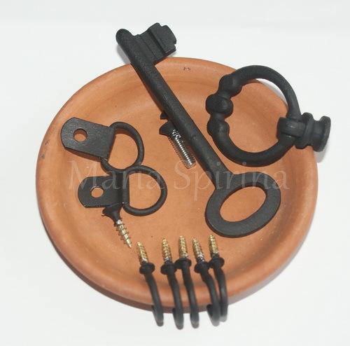 Мастер-класс по декупажу на дереве: Ключница с имитацией панно из керамической плитки