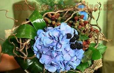 Видео мастер-класс по флористике: Букет с ягодами