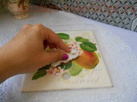 Как приклеить большой мотив салфетки без складок