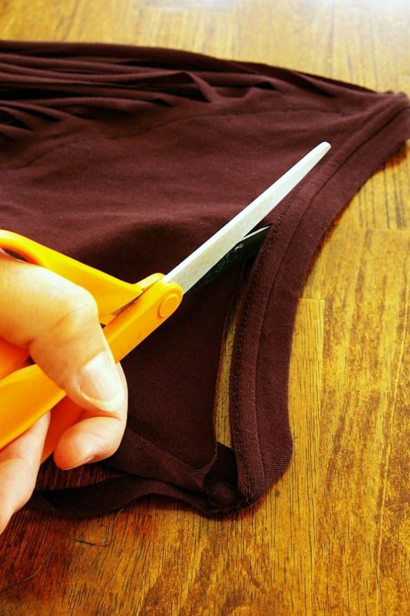 Обрезаем резинку на футболке
