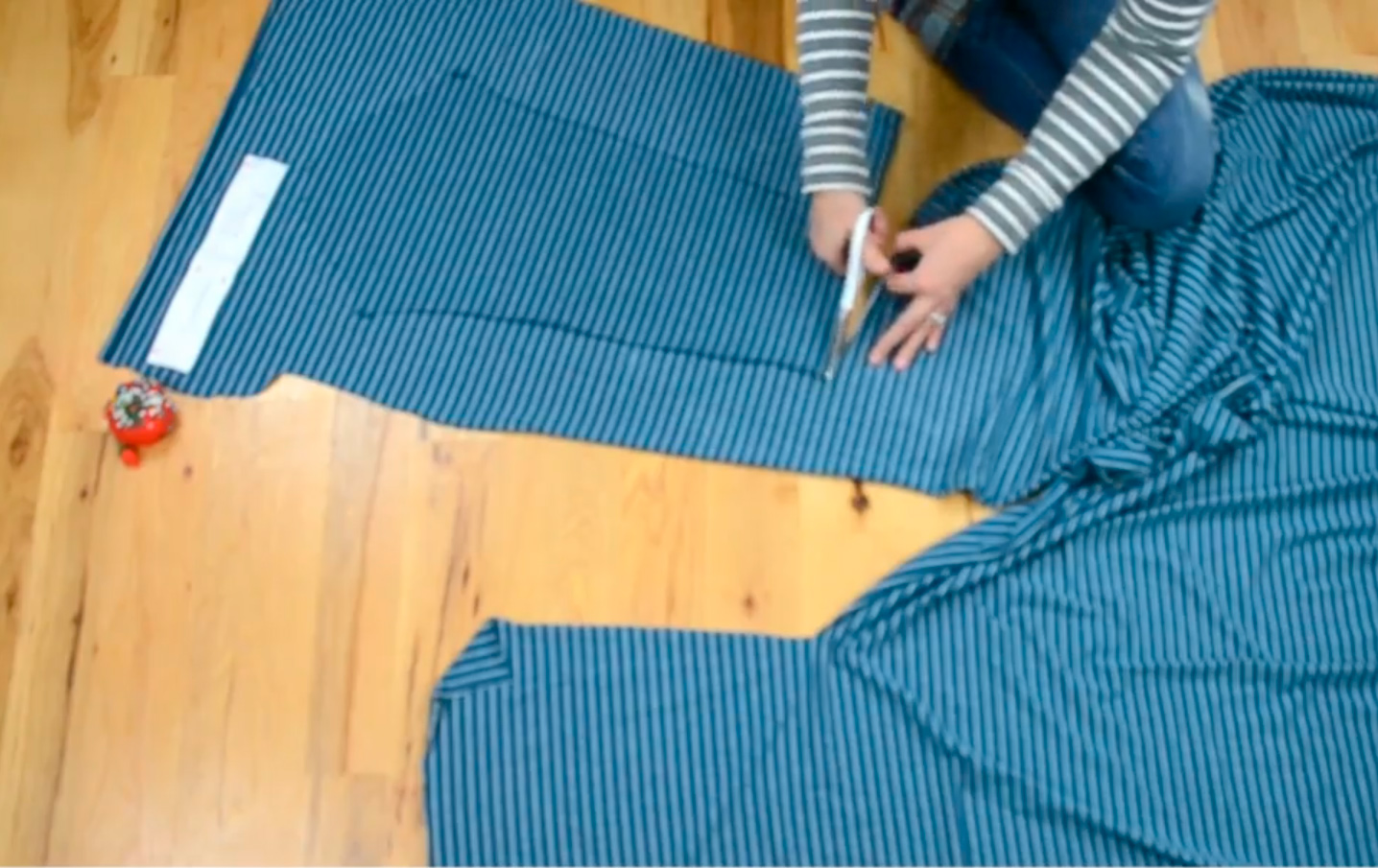 Как кроить из ткани в полоску