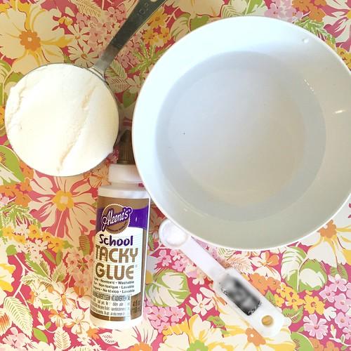 Делаем тарелки из мраморного папье-маше