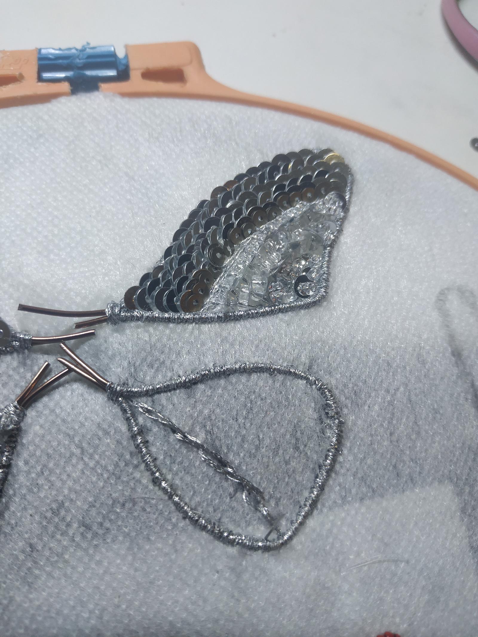 Бабочка-брошь из бисера и пайеток