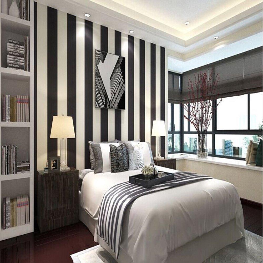 Спальня с вертикальными полосками