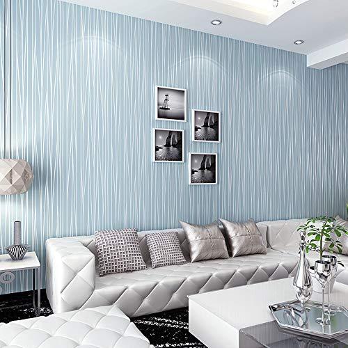 Синие и серебряные полосатые обои в гостиной