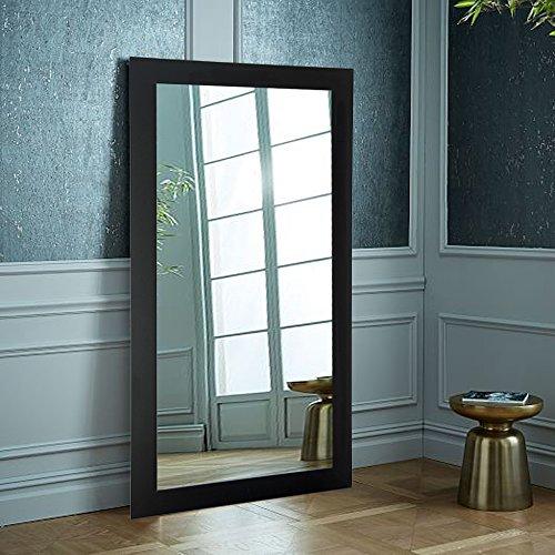 Зеркало, прислоненное к стене